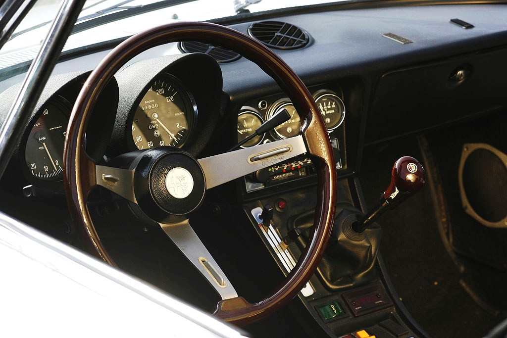 Alfa Romeo Duetto dashboard